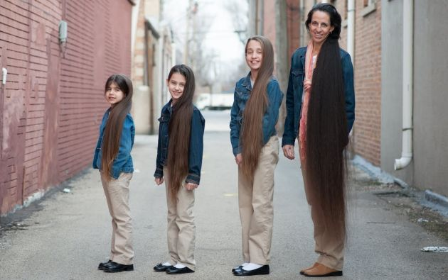 Tere Lynn junto a sus tres hijas. Foto: Captura de video.