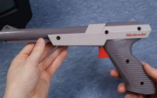 El material audiovisual revela el sistema que usaba la clásica pistola de Nintendo en la década de los ochentas y noventas.