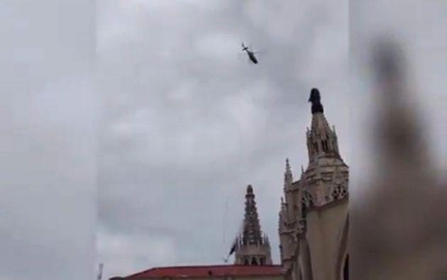 En casi 78 años ninguna persona había ingresado a una de las torres de la Catedral de Guayaquil, cuya construcción inició en 1924. Foto: Twitter.