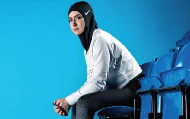 En el diseño participaron la levantadora de pesas Amna Al Haddad y la patinadora Zahra Lari, ambas de los Emiratos Árabes Unidos.