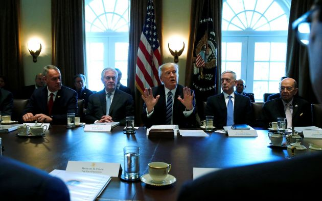 """El mandatario destacó en particular la labor de sus secretarios de Defensa, James Mattis, y Seguridad Nacional, John Kelly; y quiso """"felicitar"""" a este último por las cifras de la Patrulla Fronteriza. Foto: Reuters."""
