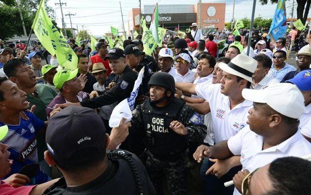 Seguidores del oficialismo impidieron ingreso del aspirante presidencial a Manavisión, según equipo de CREO. Foto: eldiario.ec