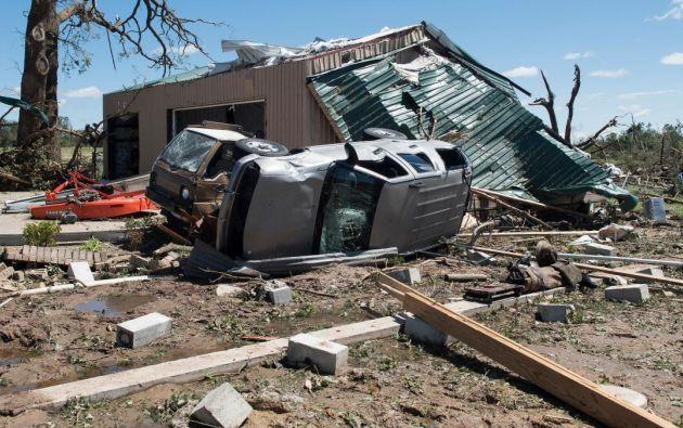 El mal tiempo devastó hogares, volcó automóviles y derribó árboles, mientras el Servicio Meteorológico Nacional confirmó al menos cuatro tornados en Texas. Foto: redes