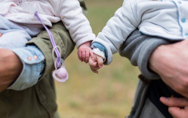 El proyecto de reformas al Código de la Niñez plantea, entre otro puntos, que los padres asuman corresponsabilidad económica en la crianza de los hijos tras un divorcio. Foto: Referencial Pexels