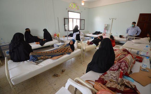 Pacientes de cólera son atendidos en un hospital en la ciudad portuaria yemení de Hodeidah, en el Mar Rojo. | Foto: Reuters.
