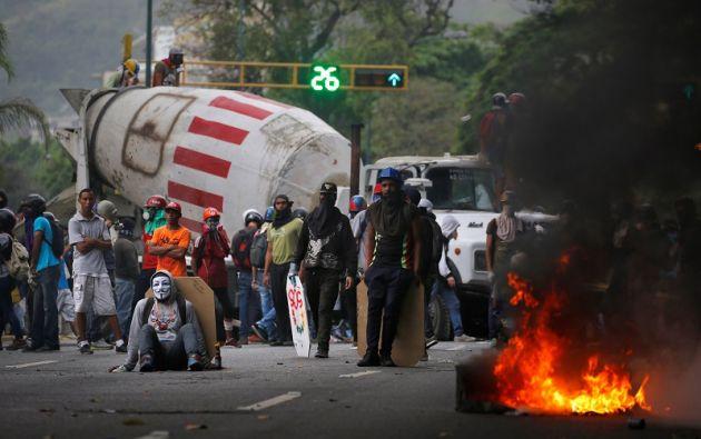 La movilización oficialista se produce después de una nueva jornada de manifestaciones opositoras que acabó en disturbios. | Foto: Reuters.