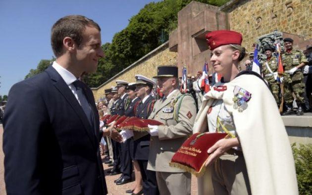Emmanuel Macron -el presidente más joven de la historia de Francia- completó este domingo su toma de poder relámpago. Foto: AFP