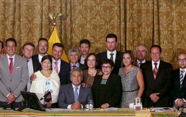 Foto oficial de la Presidencia de Lenín Moreno junto a los Gobernadores posesionados.