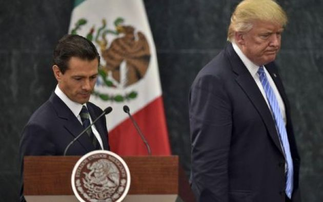 """""""Usted no puede decir más que Estados Unidos va a pagar por el muro"""", dijo el mandatario estadounidense a su colega. Foto: AFP"""