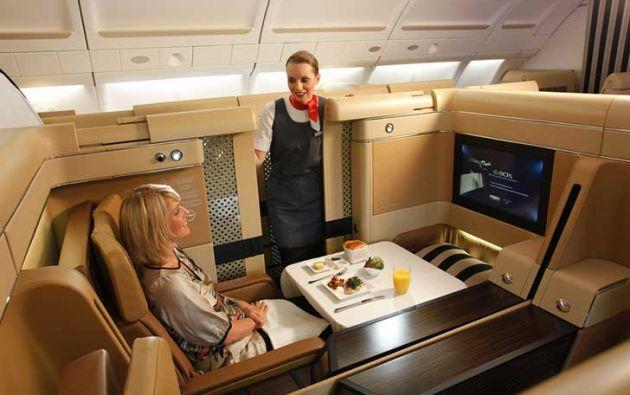 La mayoría de las aerolíneas emplea el embarque por zonas, que supone que los pasajeros de primera clase se sientan antes que el resto. Foto: Internet