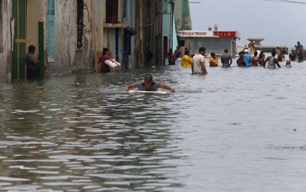 El huracán provocó importantes inundaciones y la interrupción de la energía eléctrica. Foto: Reuters
