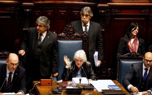 Luego de la votación a mano alzada, Lucía Topolansky pasará a ocupar la presidencia de la Asamblea General y de la Cámara de Senadores. Foto: Reuters