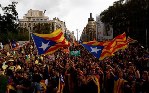 Los estudiantes, de secundaria y universitarios, se dieron cita ante el edificio histórico de la Universidad de Barcelona, en pleno centro de la ciudad. Foto: Reuters