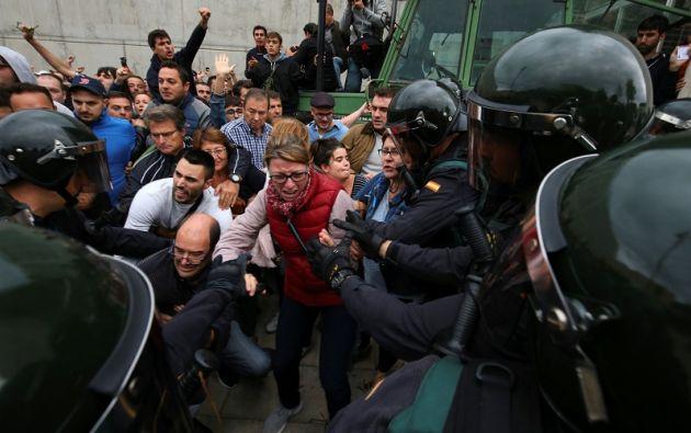 Las fuerzas de seguridad cumplen con la orden judicial de impedir la celebración de la consulta. Foto: Reuters