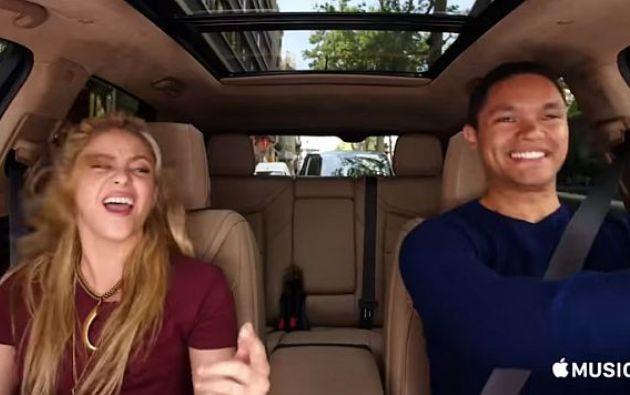 En el video, la cantante utiliza el cinturón de seguridad de una manera inadecuada. Foto: Captura