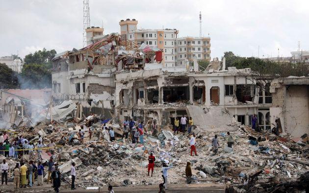 Continúan la búsqueda de víctimas entre los escombros de viviendas derruidas por las fuertes explosiones. Foto: Reuters