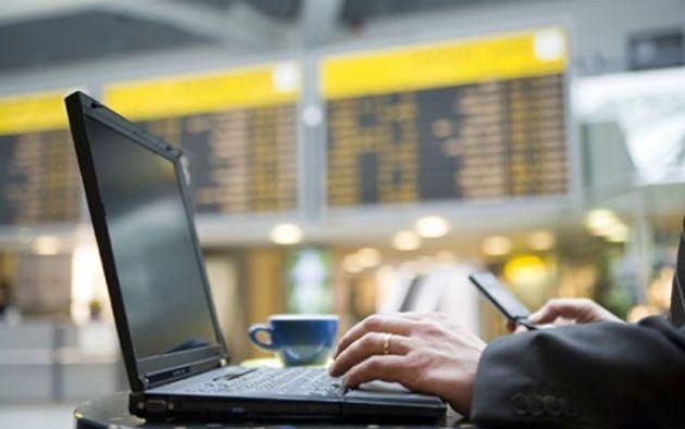 Esta falla en el protocolo de cifrado WPA2 puede permitir a piratas informáticos espiar o secuestrar millones de dispositivos electrónicos. Foto: Internet