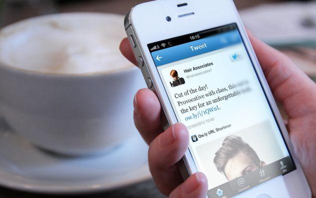 """El símbolo azul """"permite garantizar a los usuarios la autenticidad de una cuenta de interés público"""", explicó Twitter en su sitio en internet."""