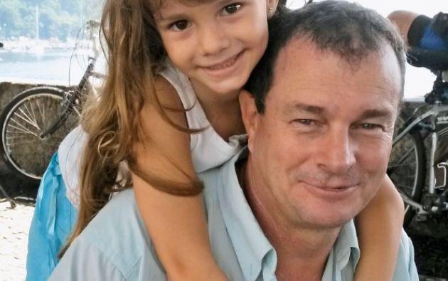 Daniel Penades y su hija Elena, de siete años, en Río de Janeiro, donde residen.