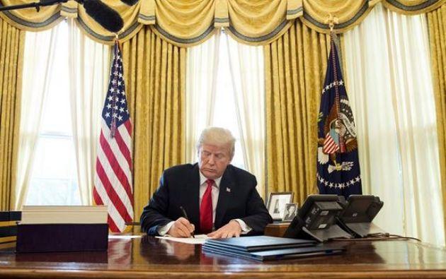 """Trump aseguró sentirse """"muy honrado"""" de la aprobación de esta reforma fiscal, que insistió en calificar como """"la mayor de la historia"""" de EEUU. Foto: referencial"""
