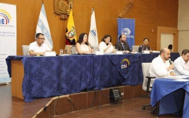 De las 40 organizaciones políticas y sociales de carácter nacional calificadas, 36 apoyan la tesis del Sí y cuatro respaldan el No. Foto: CNE