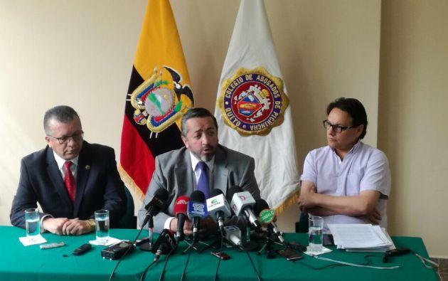 """García y Villavicencio entregarán nuevas evidencias a la Fiscalía acerca de la participación de Correa en """"el atraco a los fondos públicos"""". Foto: Twitter"""