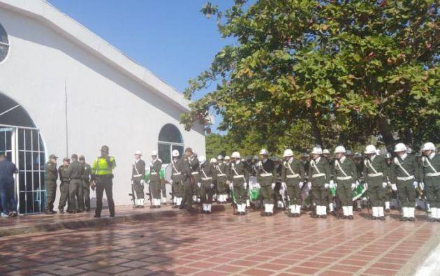 BARRANQUILLA, Colombia.- Autoridades rindieron homenaje a policías muertos en atentado. Foto: Caracol Radio.