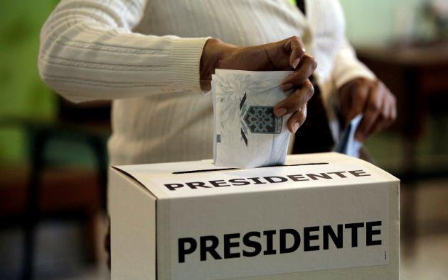 El ambiente de votación comenzó frío, pero entró en calor con el transcurso del día, hasta formarse grandes filas en la mayoría de los más de 6.600 centros electorales. Foto: Reuters