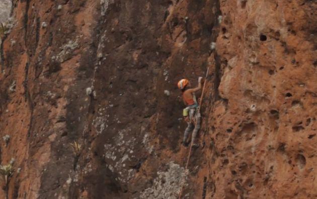Andrea Castillo (28 años) y María Fernanda Cevallos (30) revelan lugares fantásticos para la escalada de montaña. Foto: Captura de Video.