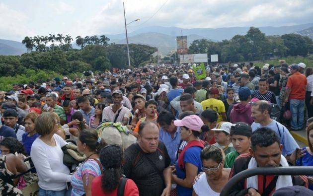 CÚCUTA, Colombia.- Migración Colombia controla y regula los puestos de control fronterizos, a los que acuden miles de venezolanos. Foto: Tomado de El Clarín.