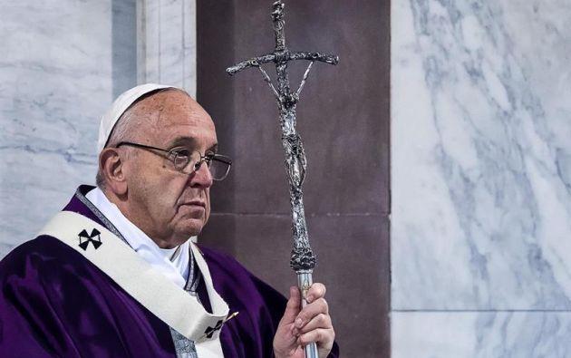 """El papa Francisco dijo estar en """"lista de espera"""" para que lo hagan santo."""