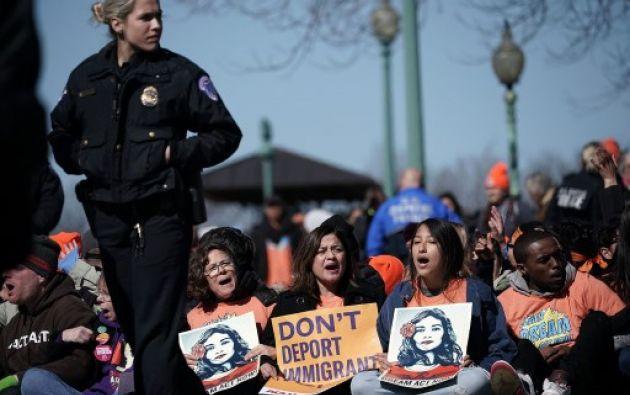 Un promedio de 122 jóvenes con DACA quedarían cada día sin papeles, amenazados de deportación. Foto: AFP