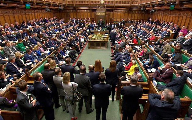La primera ministra de Gran Bretaña, Theresa May, se dirigió a la Cámara de los Comunes sobre la reacción de su gobierno ante el envenenamiento del ex agente de inteligencia ruso. Foto: Reuters