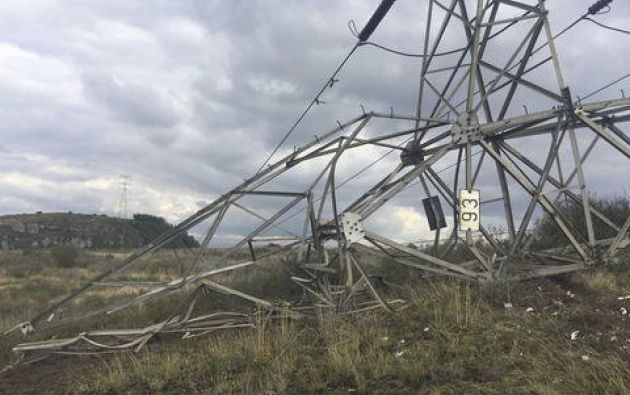 Los disidentes detonaron un artefacto explosivo contra la torre de energía 268, ubicada en la aldea La María, de Tumaco. Foto: @BluRadioCo