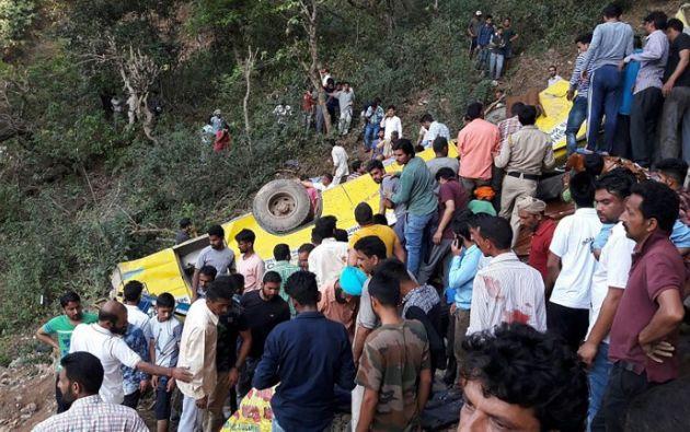 El jefe de Policía indicó que las autoridades desconocen por el momento cuántos niños viajaban en el autobús. Foto: AFP