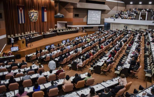 El encuentro se realiza a puerta cerrada y es transmitido en vivo por la señal oficial de televisión. Foto: AFP