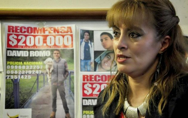 La madre del joven estudiante universitario David Romo, desaparecido hace unos 5 años al norte de Quito, pidió hoy a la primera dama, Rocío González, su intercesión y justicia. Foto: Ecuavisa