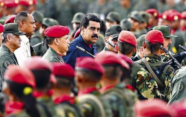 Según analistas, un vasto poder político y económico, presuntos vínculos con delitos y temor a una cacería de brujas tejen esta red de apoyo. Foto: AFP