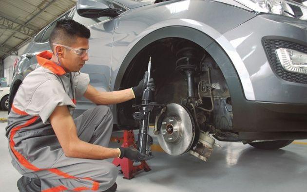 Los amortiguadores son uno de los elementos más importantes para la seguridad del vehículo, por lo que estos deben tener una revisión exhaustiva.