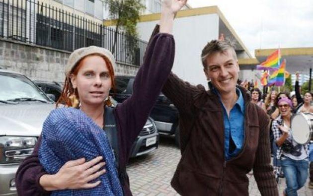 Nicola Susan Rothon y Helen Louise Bicknell son las madres de Satya.   Foto: Notify.