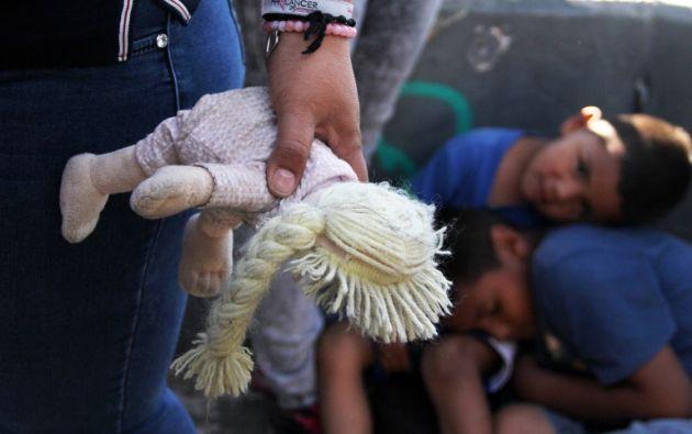 Más de 2.300 niños fueron separados de sus padres y detenidos en centros de la patrulla fronteriza. Foto: AFP