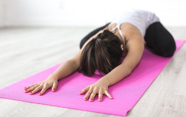 """El yoga utiliza diferentes ejercicios conocidos como posturas o """"asanas"""". Foto: Pixabay"""