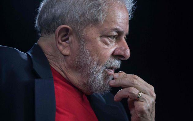 Un juez de un tribunal brasileño concedió hoy libertad al expresidente Luiz Inácio Lula da Silva, preso desde el pasado 7 de abril por corrupción pasiva, confirmaron hoy fuentes oficiales. Foto: AFP