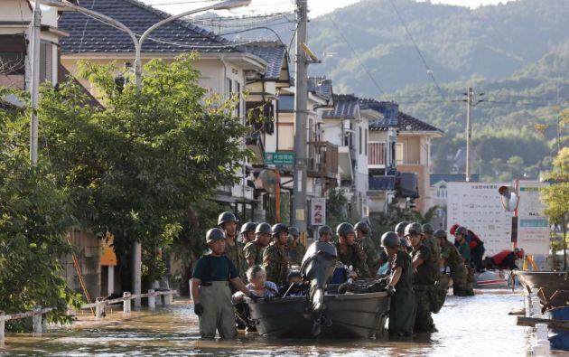 Unos 73.000 efectivos de las Fuerzas de Autodefensa, la policía y los bomberos continúan con las operaciones de búsqueda. Foto: AFP