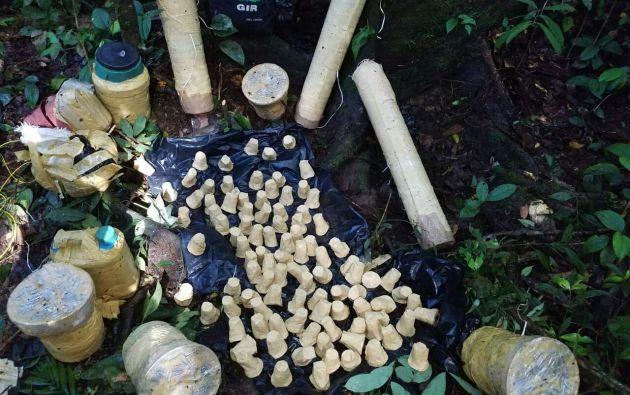 SUCUMBÍOS, Ecuador.- El hallazgo se realizó dentro dos centros de acopio clandestino. Foto: Cortesía.