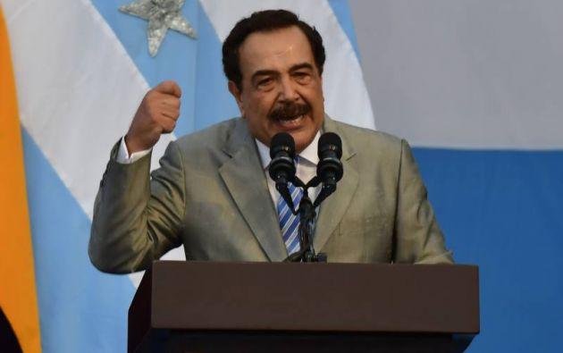 """""""Sudemos la guayabera y mojémonos el poncho. Nuestro cerebro, corazón, y valentía, han de estar al servicio de todos los ecuatorianos"""", dijo Nebot. Foto: Twitter"""