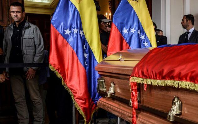 El cuerpo de Fernando Albán, de 52 años, fue llevado a la sede del Parlamento -de mayoría opositora-, para rendirle honores. Foto: AFP