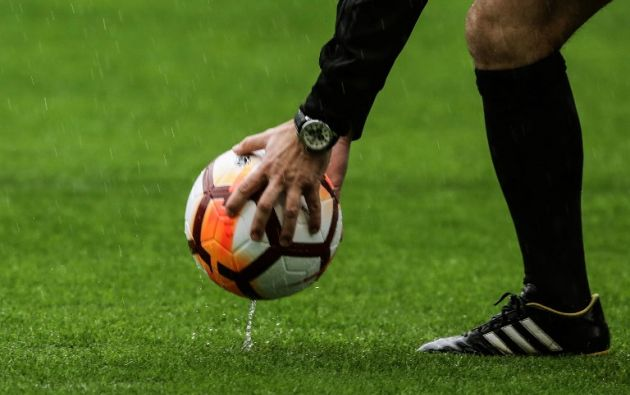 BUENOS AIRES, Argentina.- Argentina estaba expectante de la resolución de la Conmebol sobre la final de la Libertadores. Foto: AFP.