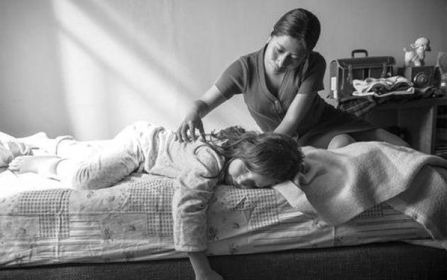 La relación que se establece en Latinoamérica entre trabajadores de servicio doméstico y las familias para las que trabajan ya ha sido explorada por cineastas de varios países, desde la ficción y la no ficción. Foto: Escena de Roma - Netflix