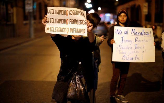 Manifestantes realizaron una vigilia frente a la Corte Constitucional de Guatemala contra la decisión del Presidente Morales de finalizar el mandato de la comisión. Foto: Reuters
